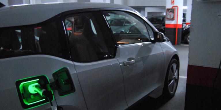 Un nuevo decreto facilitará a los talleres convertirse en puntos de recarga de vehículos eléctricos.