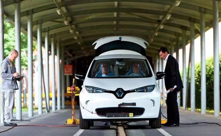 ¿Cuáles son las diferencias entre la ITV de un coche eléctrico, uno híbrido, uno a gas y uno de combustión?